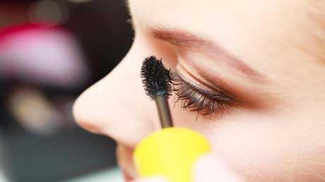 ما علاقة مستحضرات التجميل والعناية بالبشرة بالعقم والسرطان؟