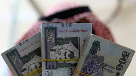 الصندوق السيادي السعودي يقترض للمرة الأولى ويجمع مبلغا ضخما