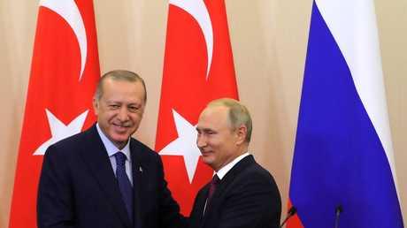 الرئيسان، الروسي فلاديمير بوتين، والتركي رجب طيب أردوغان، في مؤتمر صحفي مشترك عقد عقب قمتهما في مدينة سوتشي الروسية، 17/9/2018