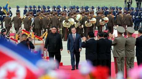 الرئيس الكوري الشمالي كيم جونغ أون ونظيره الجنوبي مون جيه-إن