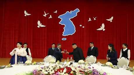 الزعيم الكوري الشمالي كيم جونغ أون والرئيس الجنوبي مون جيه-إن