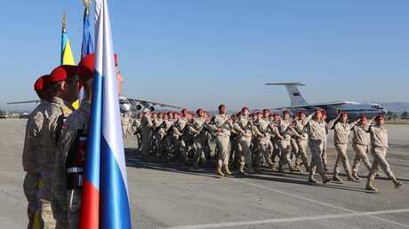 عسكريون روس في قاعدة حميميم