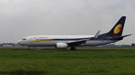 طاقم طائرة هندية يتسبب في إصابة الركاب بالنزيف والصداع!