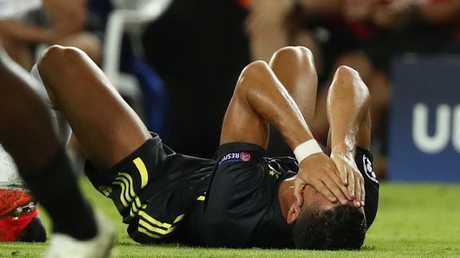 شاهد.. جماهير ريال مدريد تنسى رونالدو في 17 ثانية فقط!