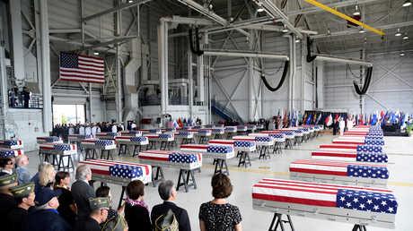 نعوش تحتوي على رفات العسكريين الأمريكيين التي عادتها كوريا الشمالية للولايات المتحدة نتيجة قمة ترامب-كيم