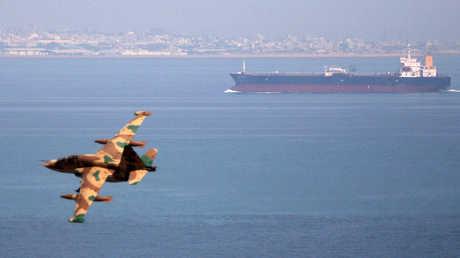 مقاتلة إيرانية فوق مياه الجليج