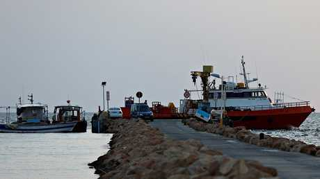 إيطاليا تفرج عن 6 صيادين تونسيين سحبوا مركب مهاجرين