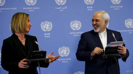 مفوضة السياسية الخارجية في الاتحاد الأوروبي فيديريكا موغيريني ووزير الخارجية الإيراني محمد جواد ظريف - صورة أرشيفية