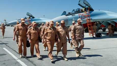 سيرغي شويغو على رأس وفد عسكري يتفقد قاعدة حميميم الروسية في سوريا
