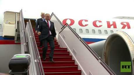 لحظة وصول الرئيس الروسي فلاديمير بوتين الى باكو