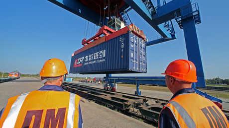 مسؤول يكشف عن مكاسب روسيا من ربط السكك الحديدية بين الكوريتين
