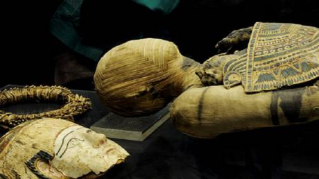 دراسة مذهلة تكشف تفاصيل يد مومياء مصرية قديمة!