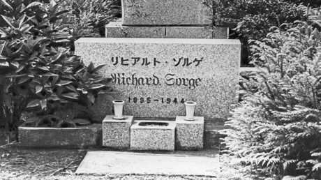 قبر الجاسوس السوفيتي ريتشارد زورغي، في اليابان