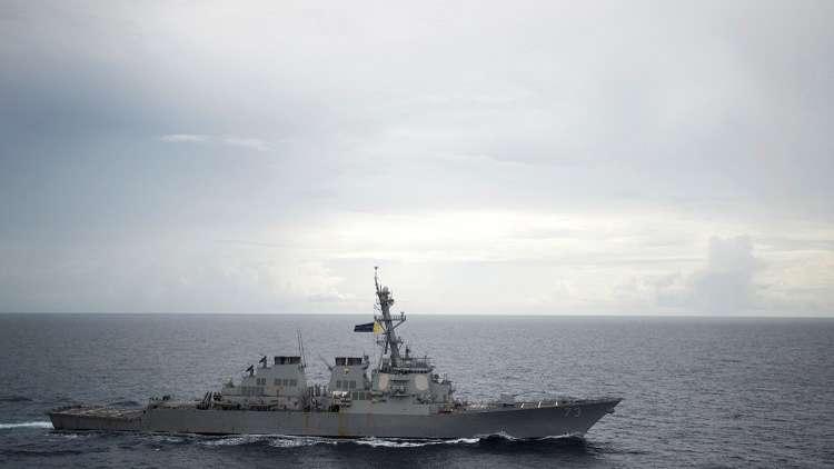 البحرية الصينية تجبر مدمرة أمريكية على تغيير مسارها