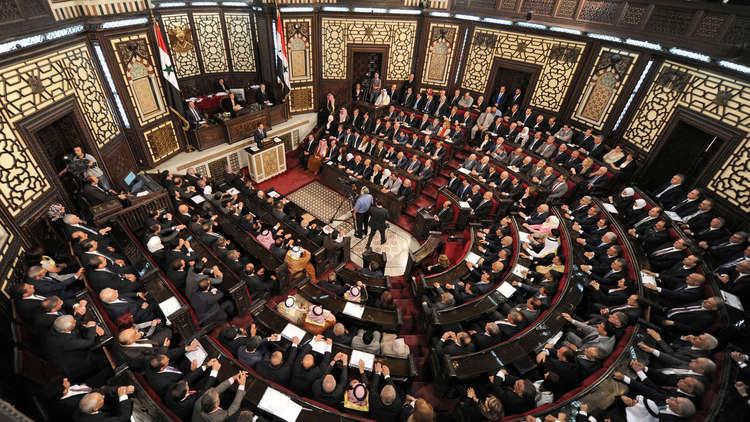 الدخان الأبيض يتصاعد من قبة مجلس الشعب السوري