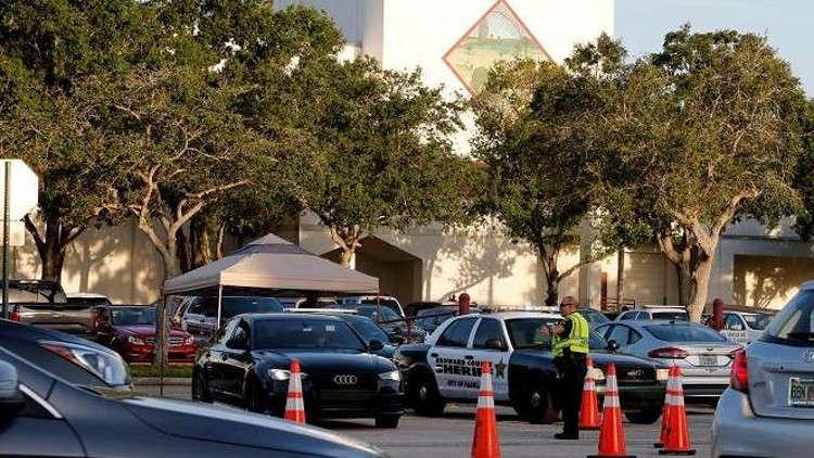 مقتل شخصين وإصابة آخرين جراء إطلاق نار في مركز تجاري بفلوريدا الأمريكية