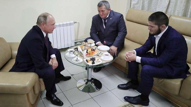 بوتين يلتقي حبيب ويهنئه بتربعه على عرش الفنون القتالية المختلطة