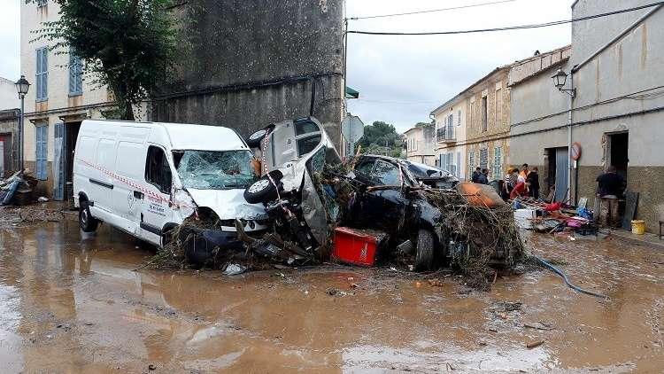 مشاهد تحبس الأنفاس.. فيضانات مرعبة تضرب إسبانيا وتخلف خسائر بشرية ومادية