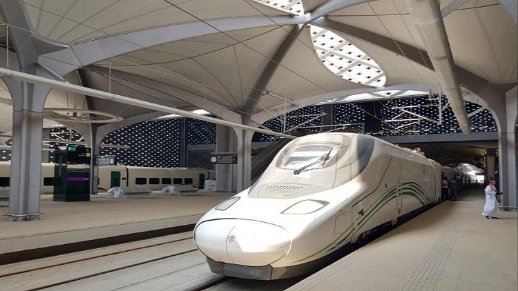 انطلاق قطار الحرمين السريع في أول رحلة له بين المدينة ومكة