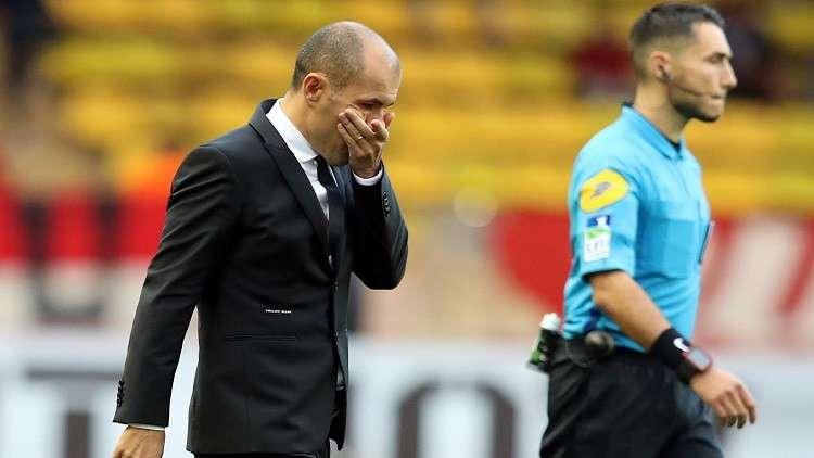 موناكو الفرنسي يقيل مدربه لسوء النتائج