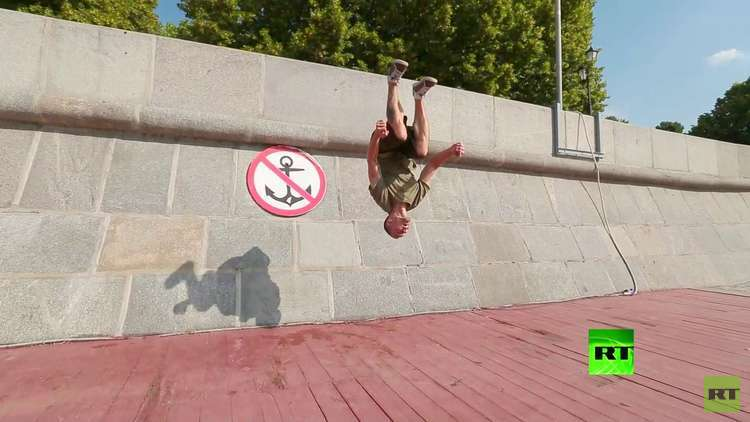 الباركور وتخطي العقبات حيث لا حدود لقدرات الانسان. كيف يمكن تعلم المشي على الجدران؟
