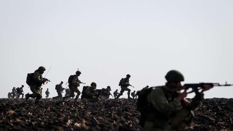السيسي يشبّه الجيشين المصري بـ