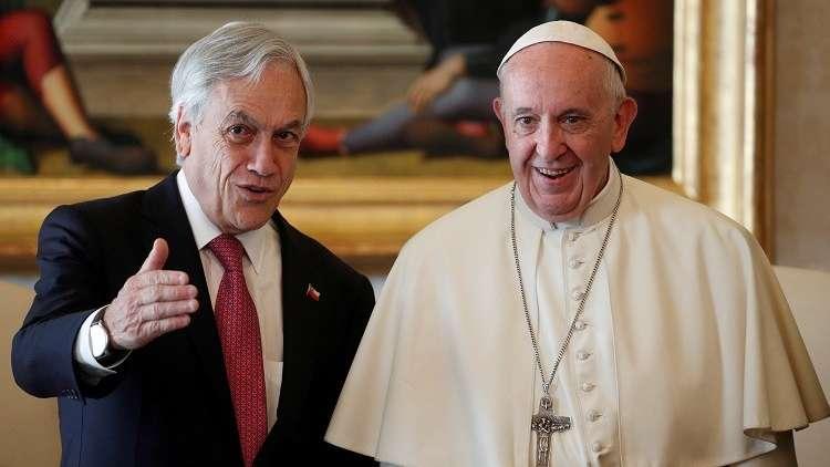 اعتداءات جنسية تدفع البابا فرنسيس لعزل أسقفين من تشيلي