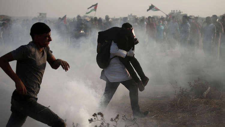 إصابة 130 فلسطينيا برصاص الجيش الإسرائيلي على حدود غزة