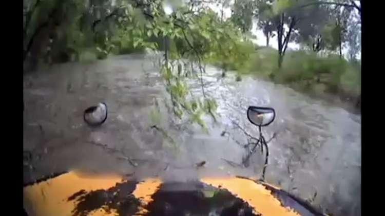 فيضانات تجرف حافلة مدرسية في تكساس