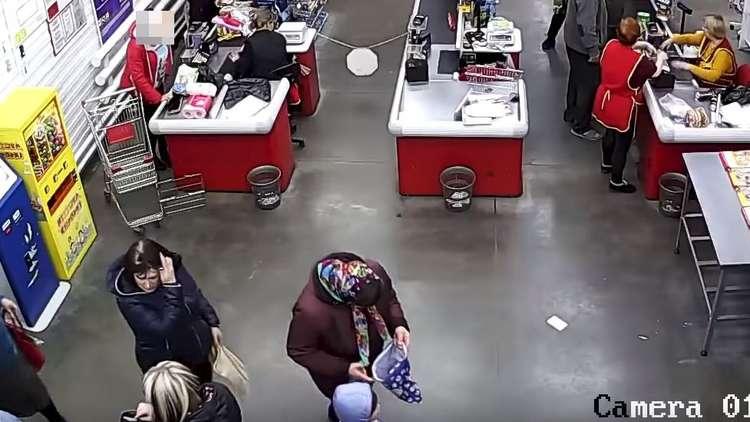 سيدة روسية تضع مولودها داخل متجر!