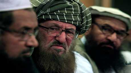 مولانا سميع الحق- في الوسط- أحد مؤسسي حركة طالبان