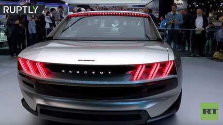 شاهد.. بيجو تقدم سيارات كهربائية ذاتية القيادة في معرض باريس