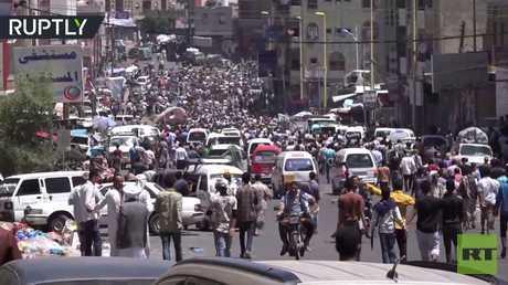 المئات يتظاهرون في تعز بعد انهيار العملة