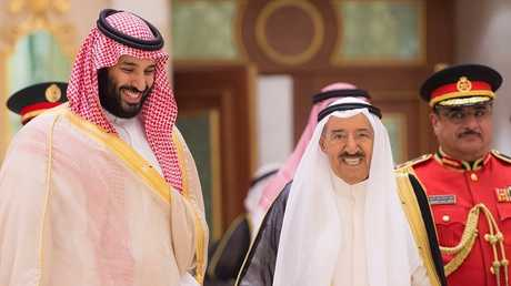أمير الكويت الشيخ صباح الأحمد الجابر الصباح في استقبال ولي العهد السعودي الأمير محمد بن سلمان في الكويت (30 سبتمبر 2018)