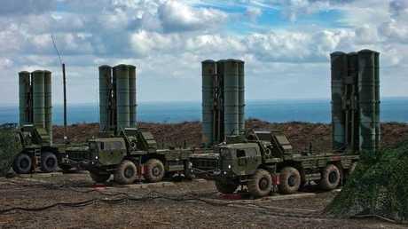 """منظومات صاروخية روسية من طراز """"إس-400"""" للدفاع الجوي"""