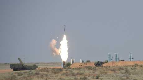 إطلاق نار تجريبي من منظومة صاروخية من طراز