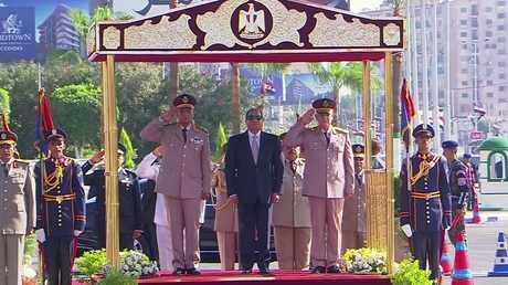 السيسي يزور قبري السادات وعبد الناصر