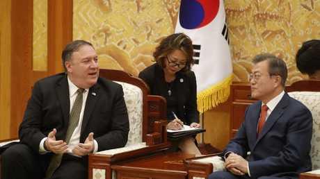 رئيس كوريا الجنوبية مع وزير الخارجية الأمريكي في سيئول، 7 أكتوبر 2018