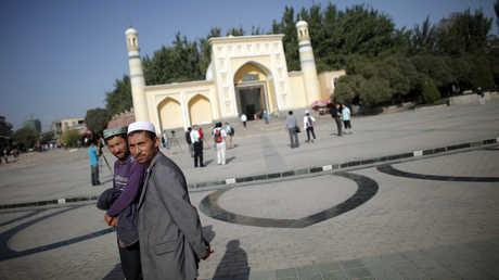 مسلمون في مدينة كاشغر بمنطقة سنجان ذاتية الحكم غرب الصين