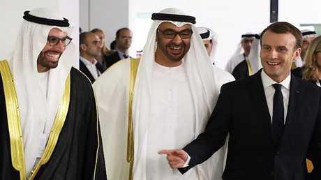 ولي عهد أبوظبي الشيخ محمد بن زايد آل نهيان والرئيس الفرنسي إيمانويل ماكرون خلال زيارة الأخير إلى الإمارات في نوفمبر عام 2017