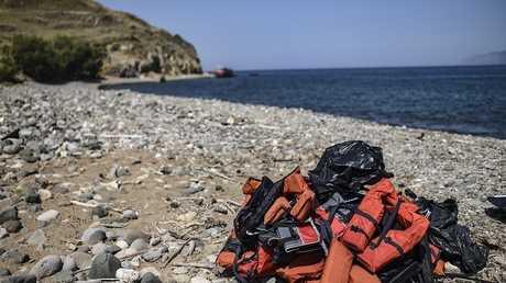 سترات نجاة يستخدمها المهاجرون في عبور البحر إلى أوروبا