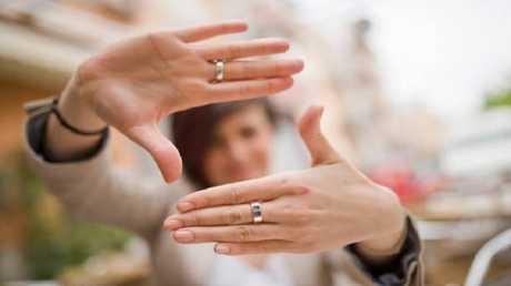 طول أصابع اليد يكشف عن حياتك الجنسية