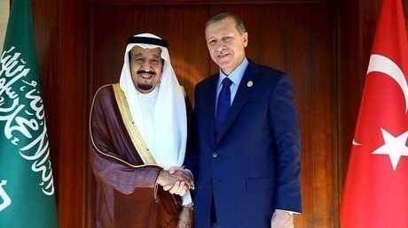 العاهل السعودي الملك سلمان بن عبد العزيز والرئيس التركي رجب طيب أردوغان