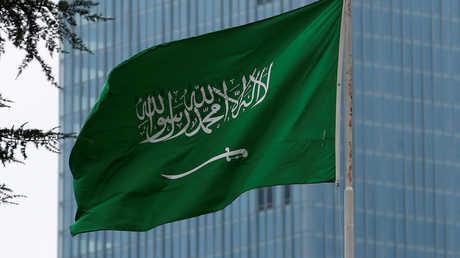 العلم السعودي فوق مبنى القنصلية السعودية في إسطنبول، تركيا