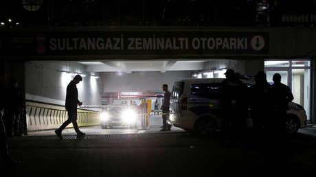 عناصر من الشرطة التركية أمام مرآب عثر فيه على سيارة مركونة تابعة للقنصلية السعودية في اسطنبول