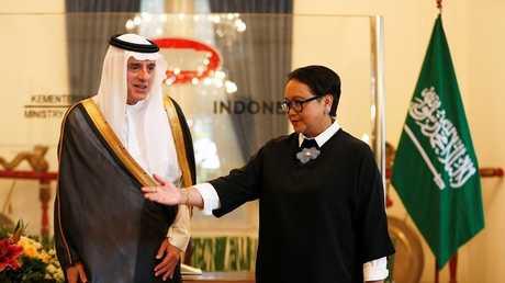 عادل الجبير مع نظيرته الإندونيسية رتينو مارسودي، جاكرتا، إندونيسيا، 23 أكتوبر 2018