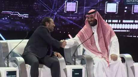 محمد بن سلمان ممازحا الحريري: لا تروجوا بأنه مخطوف في السعودية!