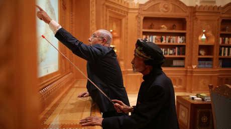 سلطان عمان مع رئيس الوزراء الإسرائيلي
