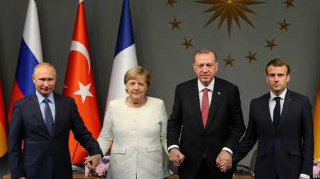 بوتين، وأردوغان، وماكرون، وميركل، في مؤتمر صحفي باسطنبول في ختام القمة الرباعية حول سوريا