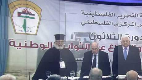 عباس يجدد رفضه صفقة القرن ويتمسك بالقدس